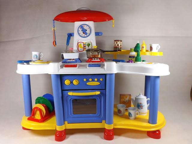 Kuchnia Dla Chłopca Dzieci Na Wysokich Nóżkach Kran Z Wodą Niebieska